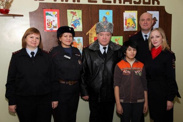 Свердловские полицейские, разлучившие киргизскую девочку с матерью на полгода, вернули подростка в семью
