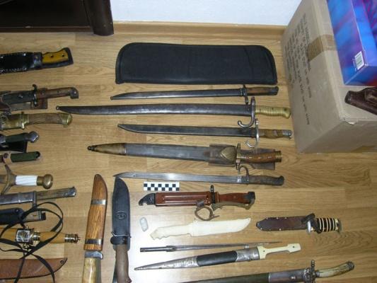 ВЕкатеринбурге полковник напенсии устроил склад боеприпасов всвоей квартире