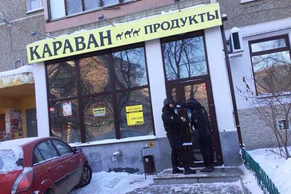 Судебные приставы закрыли продуктовый магазин, который «мешал» спать жителям екатеринбургской многоэтажки
