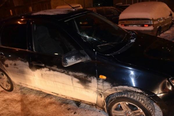В Екатеринбурге автобус, ехавший на красный, сбил подростка, а девушка, перебегавшая дорогу в неположенном месте, попала под колеса «Лады Калины»