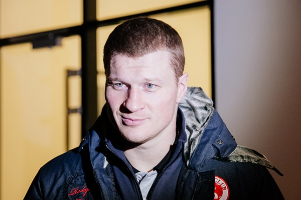 «Планирую прогуляться по городу». Александр Поветкин прилетел в Екатеринбург