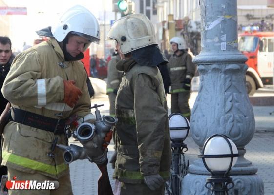 ВЕкатеринбурге вАкадемическом сгорела иностранная машина