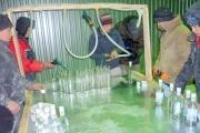 В Екатеринбурге на подпольном водочном цехе найдено 11 тысяч бутылок со спиртным. ФОТО