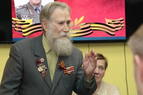 «Это была легендарная личность». Ветераны Великой Отечественной войны поделились со школьниками воспоминаниями о маршале Жукове