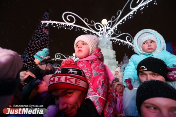 3D-шоу, гигантская гора с Айболитом на вершине и Тараканище. Смотрим на JustMedia, каким в этом году получился ледовый городок. ФОТОРЕПОРТАЖ