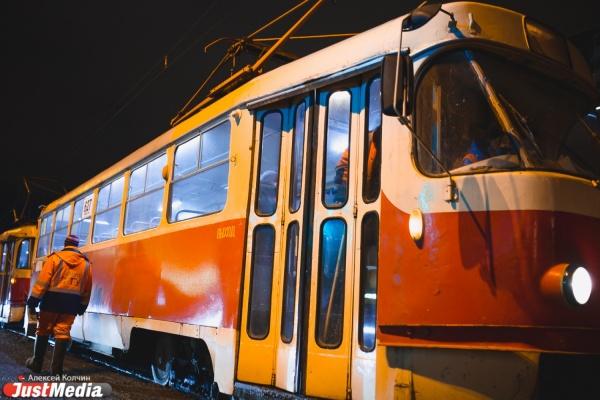 Транспортный коллапс на Уралмаше: морозы и ДТП затруднили движение трамваев в центр города