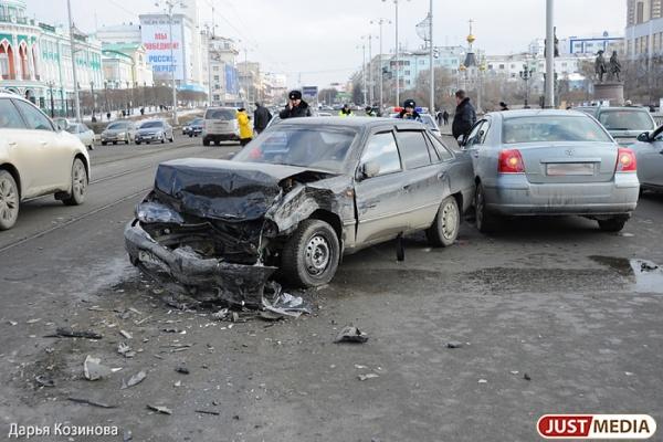 За год пьяные уральские водители убили 130 и покалечили 438 человек