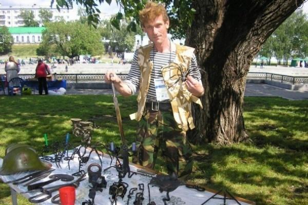 Екатеринбургский кузнец Юдин выковал скульптуру-чудище, олицетворяющую мировое господство США