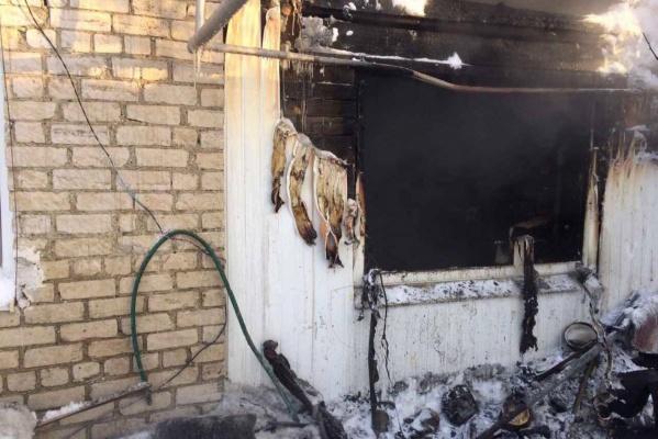 «Сгорело все необходимое для жизни». Жители Богдановича всем миром собирают деньги для учителя, потерявшего крышу над головой