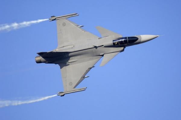 Истребитель ВВС Таиланда упал во время авиашоу