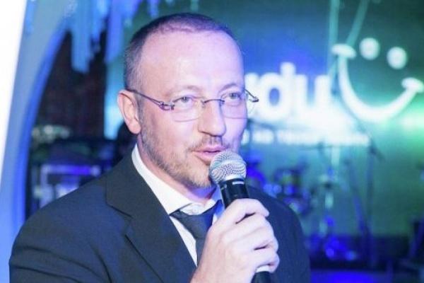 Миллиардер Алибек Исаев готов инвестировать в«Бухту Квинс», чтобы посодействовать барду Новикову
