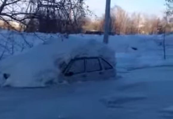 ВПервоуральске машины вмерзли влед