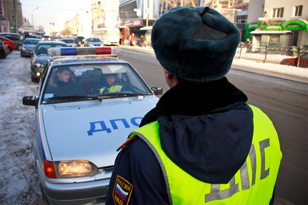 В Екатеринбурге гаишник со сломанной ногой поймал злостного нарушителя
