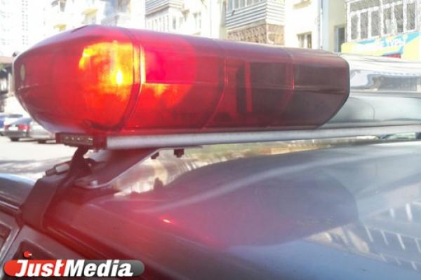 В Екатеринбурге подросток, катаясь на «колбасе» трамвая, угодил под Mercedes