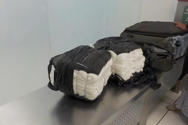 В Кольцово таможенники задержали пассажирку со 120-ю пуховыми платками