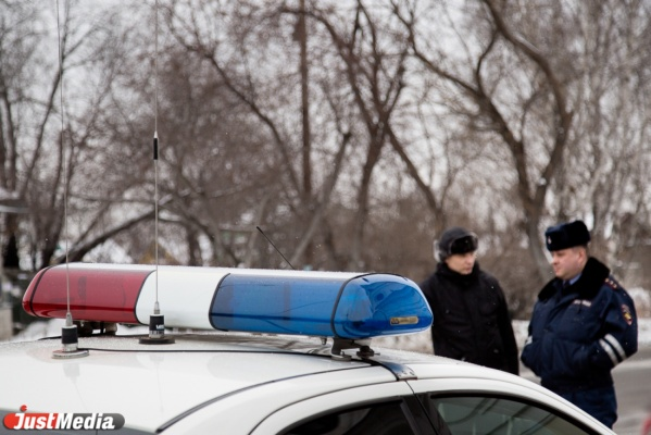В Екатеринбурге двое мужчин брызнули студенту в лицо газовым баллончиком, избили его и отобрали сумку. ФОТО