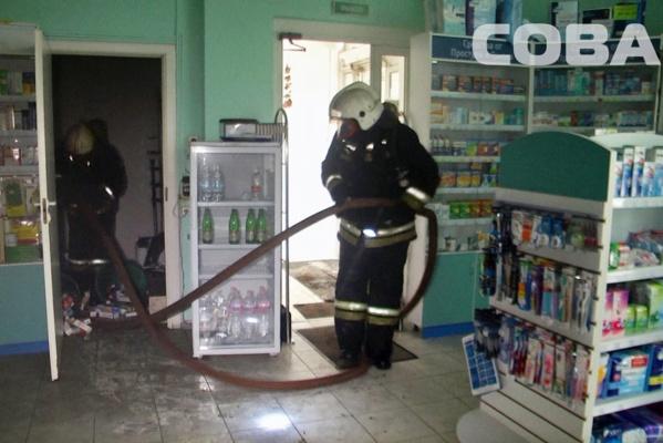 На ВИЗе сгорела аптека