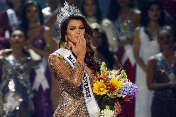 """В конкурсе """"Мисс Вселенная"""" победила 24-летняя студентка из Франции"""