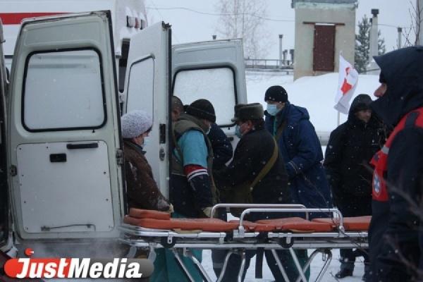 В Екатеринбурге мужчина выпал с пятого этажа на автомобиль и остался жив. ВИДЕО