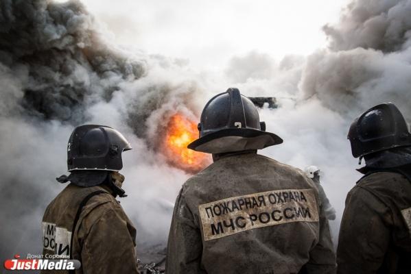 В Екатеринбурге горела крыша и вентиляция Дома печати