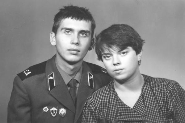 История первой любви от писательницы Анны Кирьяновой: «Романтики особой не было — бедность, бессонные ночи, учеба и служба Родине»