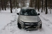 В Первоуральске в стельку пьяная автоледи сбила пешехода и спрятала машину в лесу