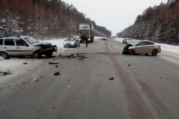 В «двойном» ДТП натрассе «Пермь— Екатеринбург» пострадали 5 человек