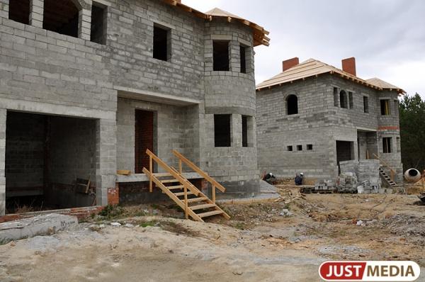 Больше половины введенного на Урале жилья в январе пришлось на индивидуальное строительство