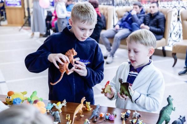 Уральским папам предложат расстаться со своими игрушками