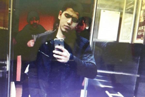 В Екатеринбурге гость из Средней Азии, угрожая двум прохожим ножом, отобрал у них сотовый и личные вещи