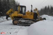 «Чистим дорогу от снега, чтобы как можно раньше приступить к ремонту». Глава свердловского минтранса проехался до скандального села Серебрянка