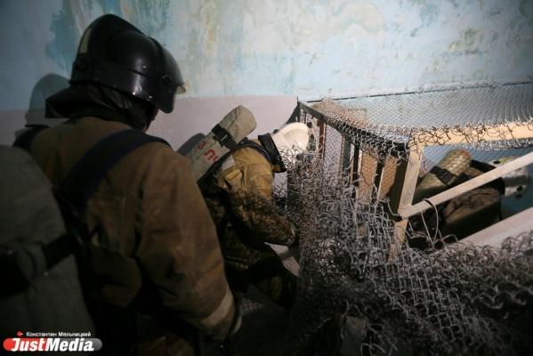 Пожарные в Екатеринбурге спасли четырех человек из горящего дома