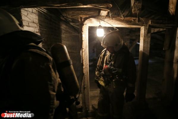 В Екатеринбурге в горевшем сарае пожарные обнаружили повешенного инвалида