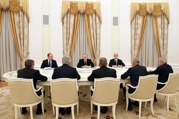 Что значит для Среднего Урала встреча Путина с губернаторами-отставниками?