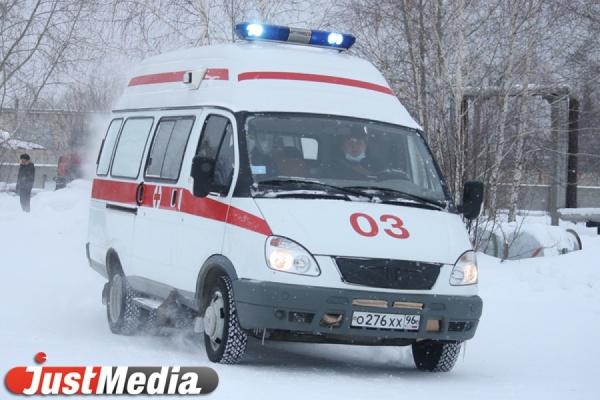 В Екатеринбурге автоледи на Skoda Octavia сбила женщину с коляской. ФОТО