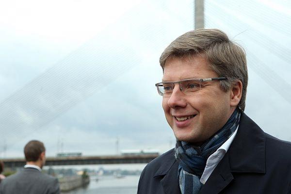 Суд оставил в силе штраф мэру Риги за русский язык в соцсетях