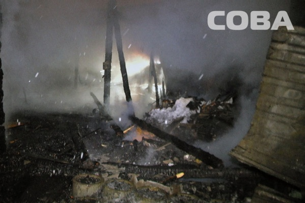 В Горном Щите на площади 100 квадратных метров сгорели частный дом и надворные постройки. ФОТО