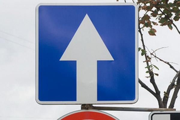 На одностороннем участке улицы Большакова на один день вернут двухстороннее движение