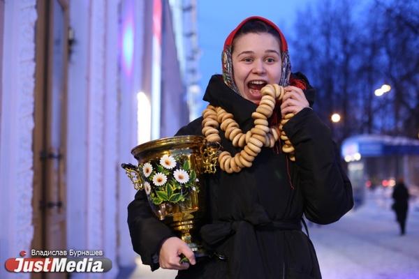 Актриса Илона Волконская: «Когда на улице холодно, спасаемся пирожками и работой». Екатеринбуржцам не стоит ждать потепления. ФОТО, ВИДЕО