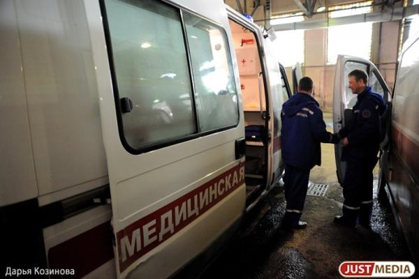 В Екатеринбурге отец больного ребенка вышиб ногой дверь скорой, не согласившись с маршрутом поездки до больницы