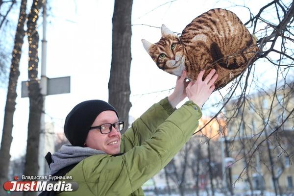 Драматург Семен Вяткин: «Спасают кошки, о которых можно погреться». Температура в Екатеринбурге — чуть выше нуля. ФОТО, ВИДЕО