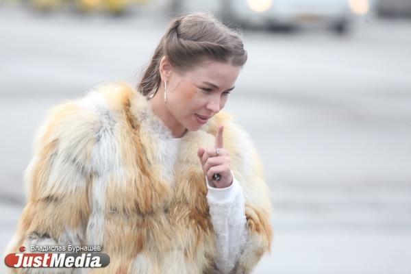 В Екатеринбурге возможна новая вспышка ОРВИ: уралочки слишком рано сняли шапки и надели юбки. ФОТО