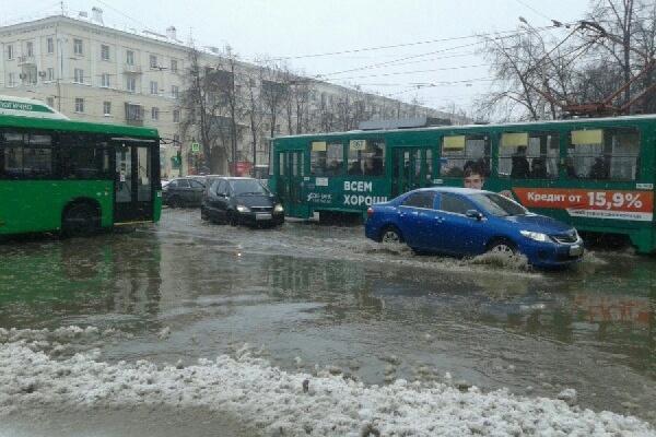 В Екатеринбурге снова затопило Втузгородок