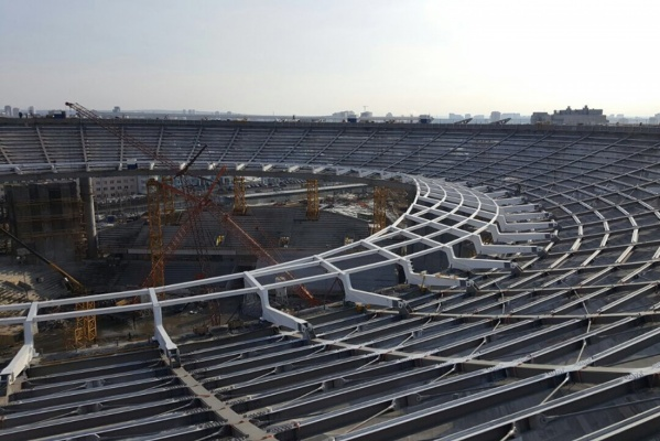 На «Екатеринбург-Арене» начали монтаж крыши. ФОТО
