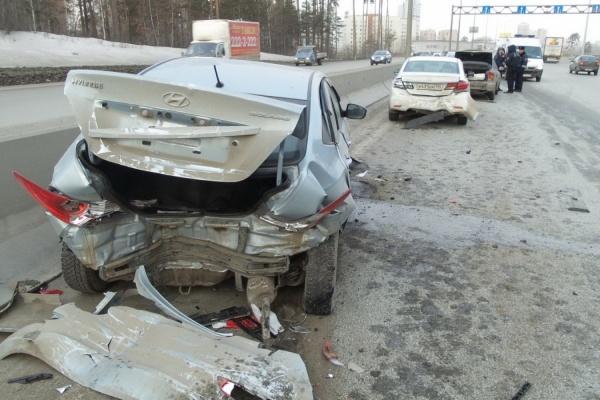 В массовом ДТП на Россельбане пострадали женщина и 10-месячный ребенок. ФОТО