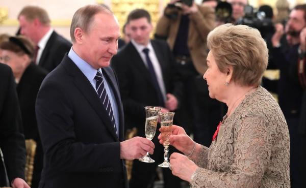 Путин и Куйвашев на торжественном приеме в Кремле поздравили Наину Ельцину с юбилеем