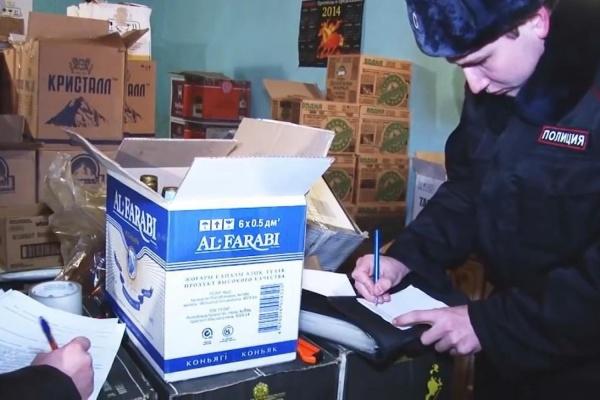 В Верхней Салде полицейские накрыли подпольный склад с паленым алкоголем. Изъято почти 4 тонны. ФОТО
