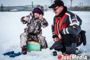 Первые пошли! Спасатели эвакуировали 16 рыбаков с отрывающейся льдины на Белоярском водохранилище