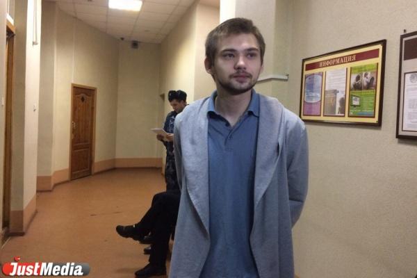 Верующие плакали, крестились и предлагали покаяться. ВИДЕОРЕПОРТАЖ из суда над блогером Соколовским!