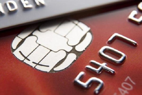 Банкам разрешили брать комиссию за снятие наличных с карт Visa